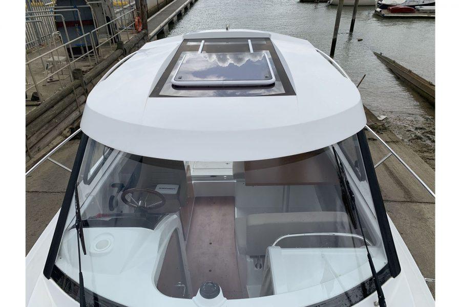 Jeanneau Merry Fisher 755 - fishing boat - wheelhouse roof hatch