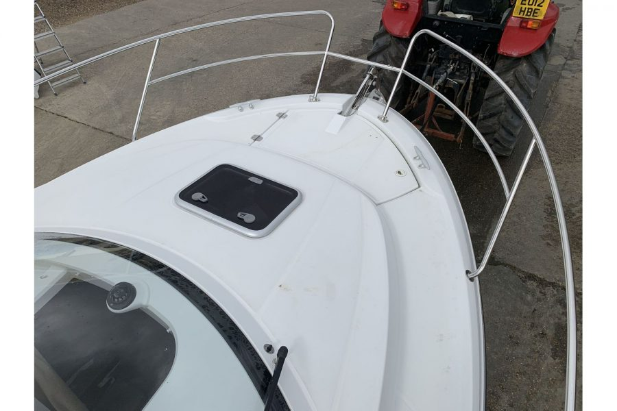 Jeanneau Merry Fisher 755 - fishing boat - bow and cabin hatch