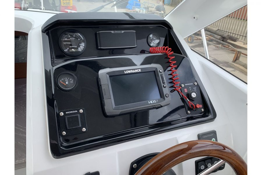 Jeanneau Merry Fisher 755 - fishing boat - helm position