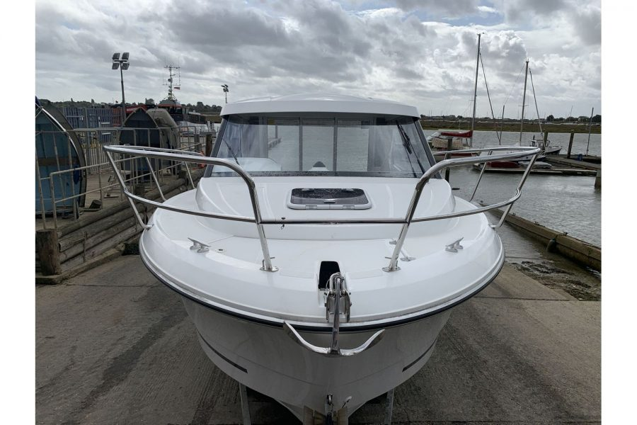 Jeanneau Merry Fisher 755 - fishing boat - bow and anchor