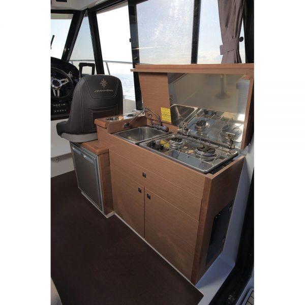 Jeanneau Merry Fisher 895 Legend Offshore - wheelhouse starboard side galley