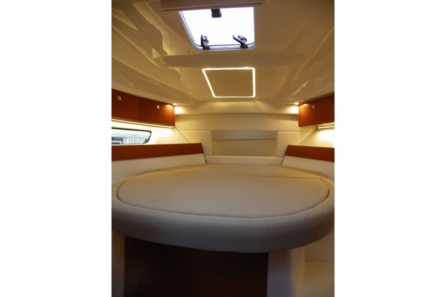 Jeanneau Merry Fisher 895 - double berth cabin