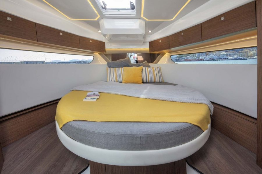 Jeanneau Merry Fisher 1095 Flybridge - Legend - main cabin
