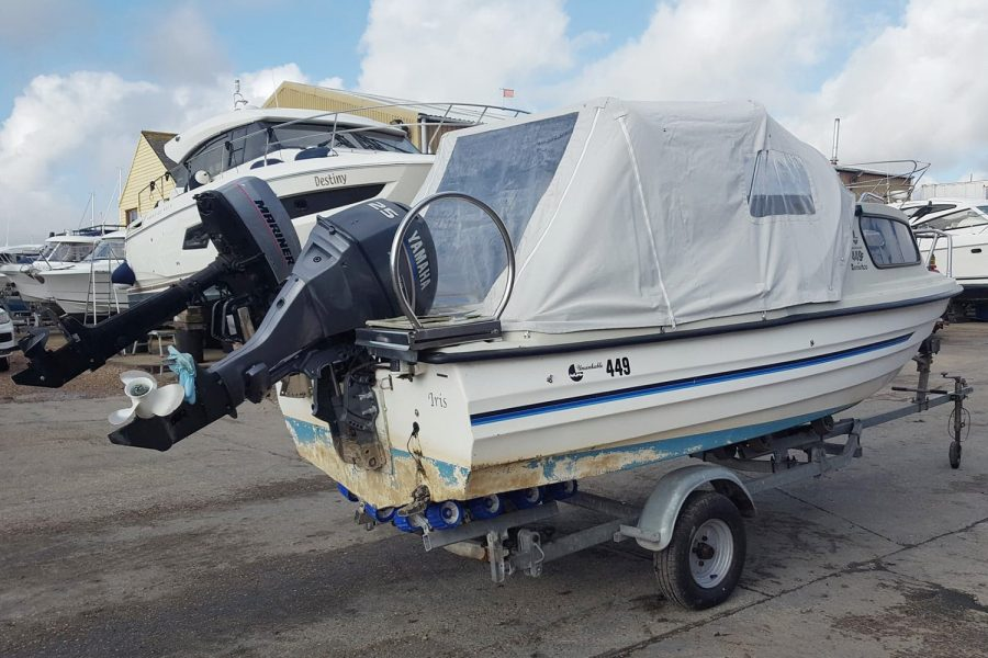 Bonwitco 449c Cabin Cruiser - transom and outboard