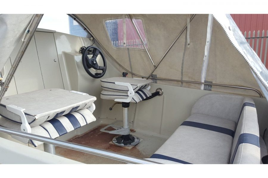 Bonwitco 449c Cabin Cruiser - seating