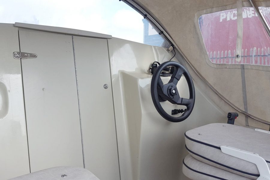 Bonwitco 449c Cabin Cruiser - steering wheel