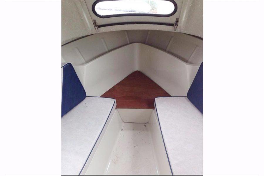 Bonwitco 449c Cabin Cruiser - cabin