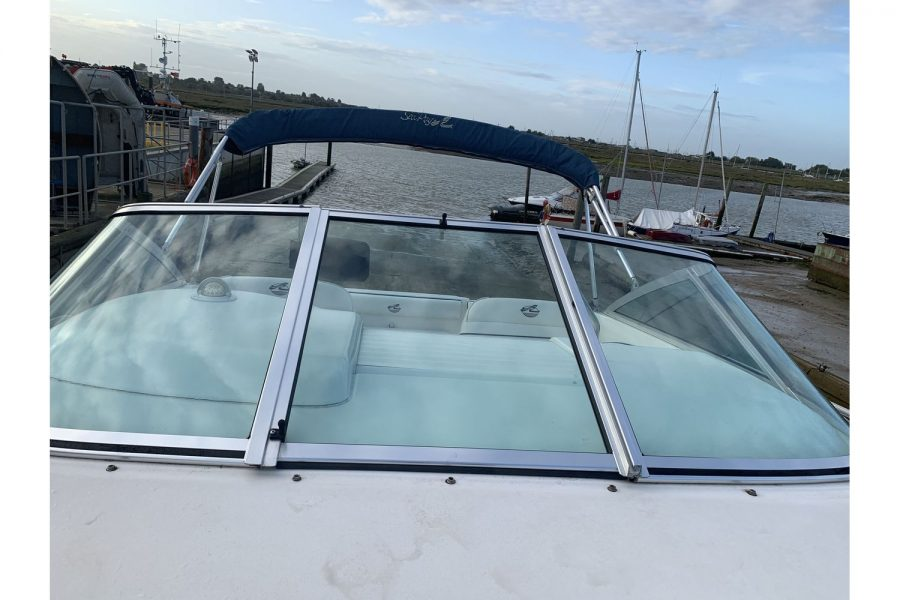 Sea Ray 215 - Ixus - walk-through windscreen