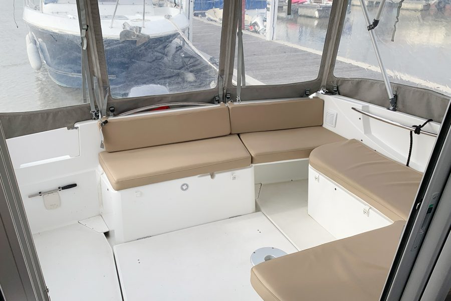 Jeanneau Merry Fisher 755 - cockpit aft closing