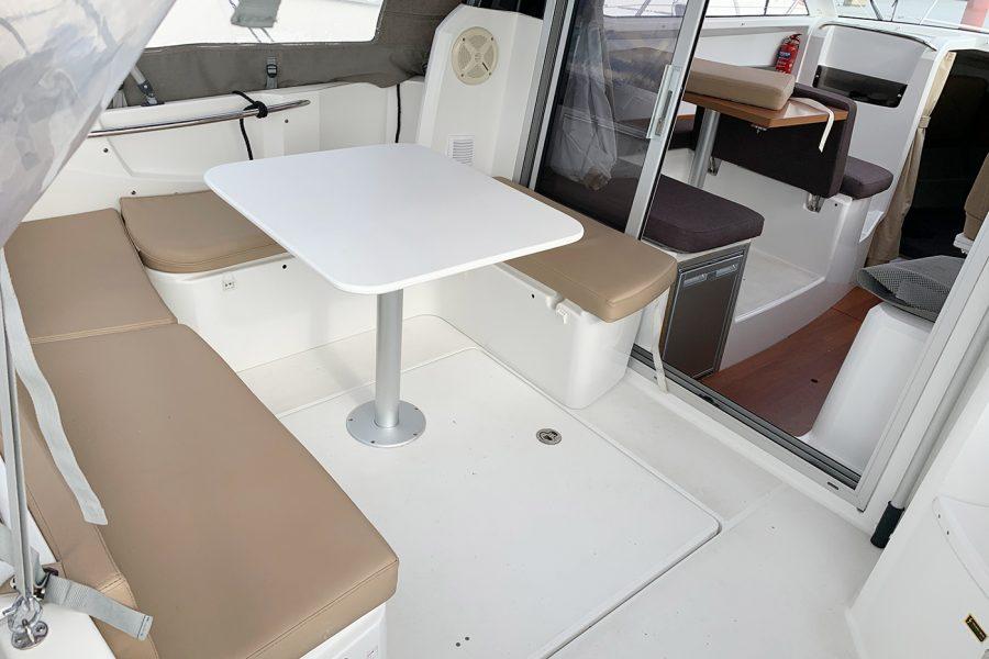 Jeanneau Merry Fisher 755 - U shape cockpit saloon