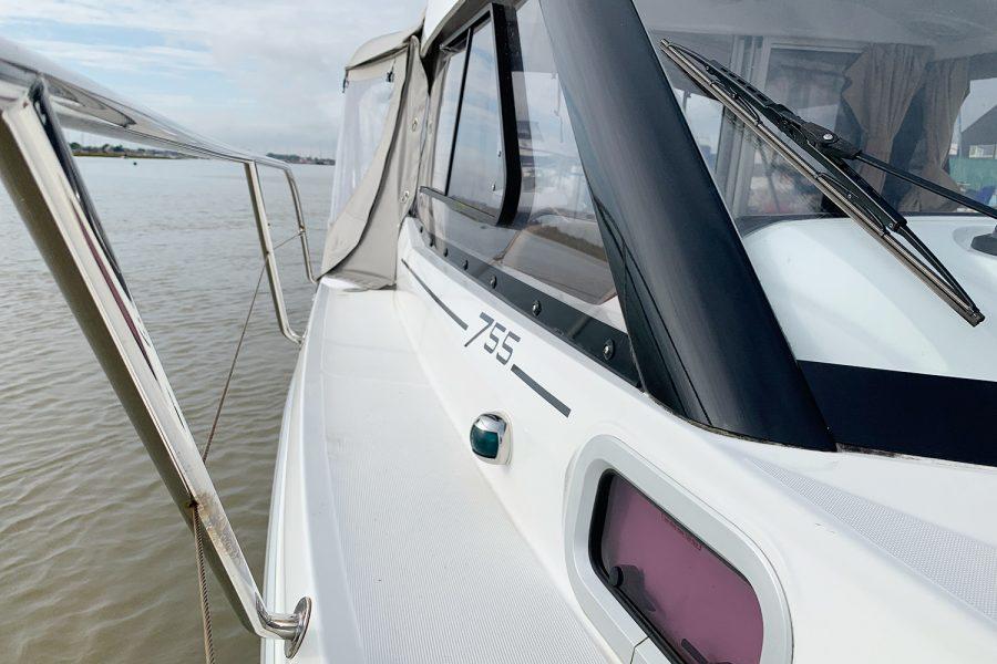 Jeanneau Merry Fisher 755 - side deck