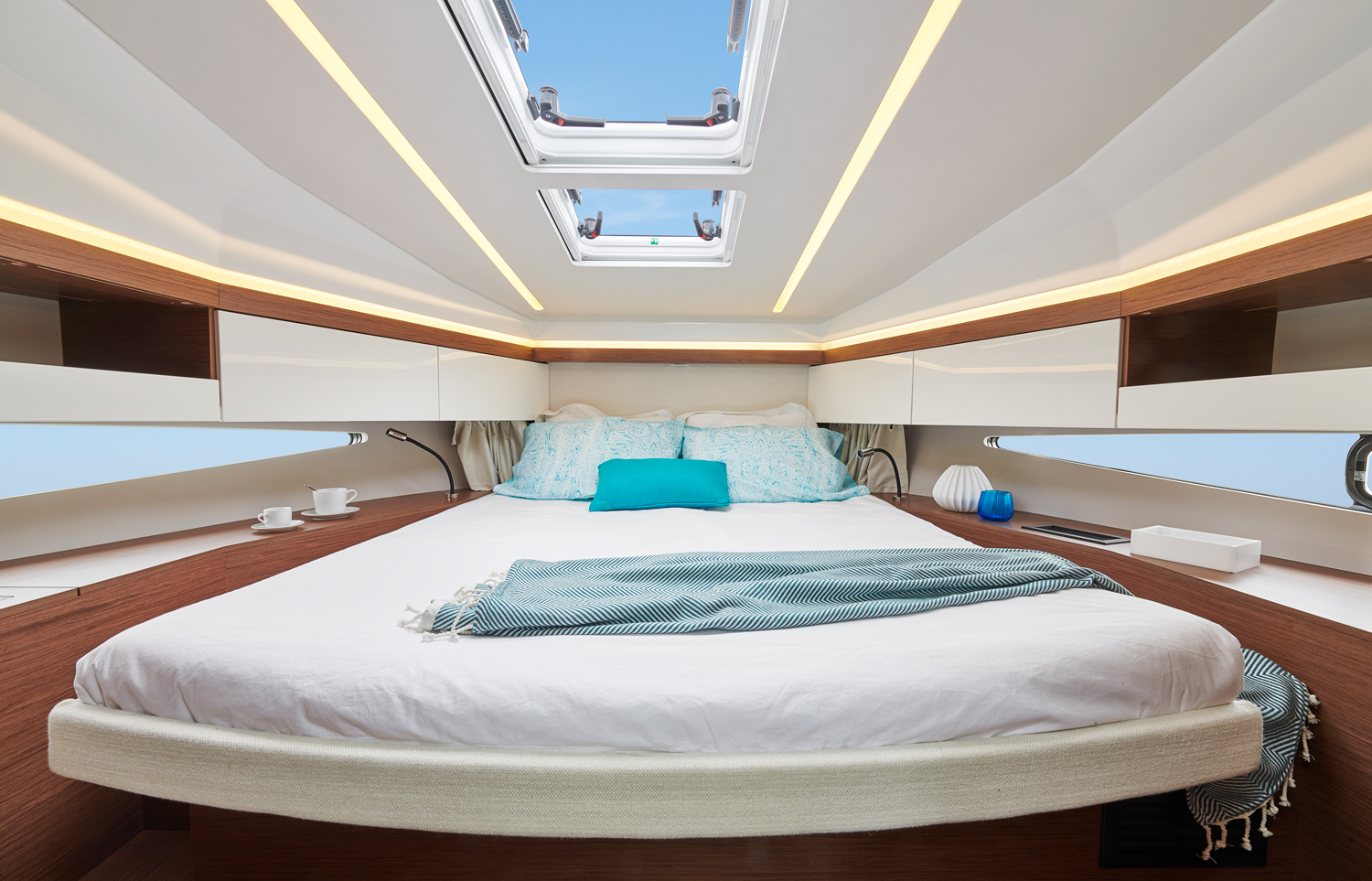 Jeanneau new NC37 main cabin