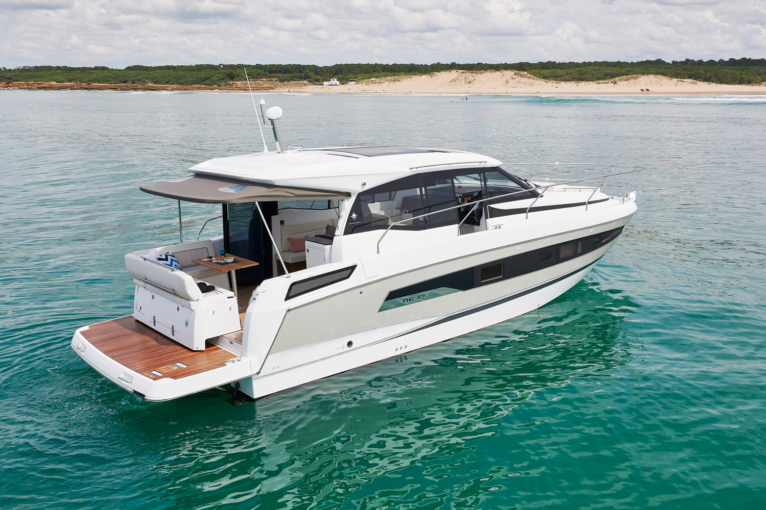 Lovely Jeanneau new NC37