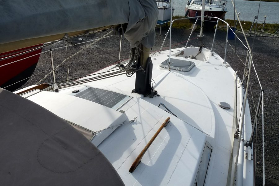 Southerly 28 lifting keel yacht - roof towards bow
