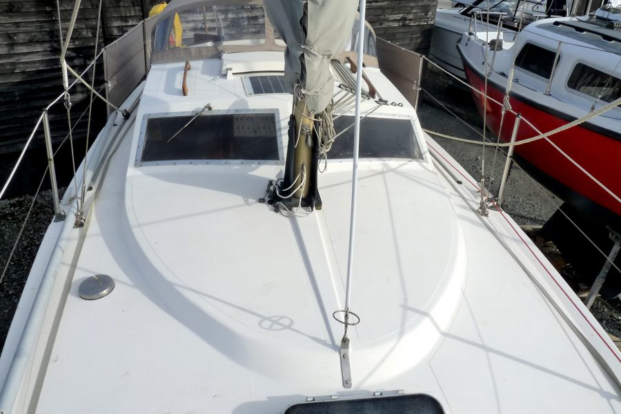 Southerly 28 lifting keel yacht - roof towards aft