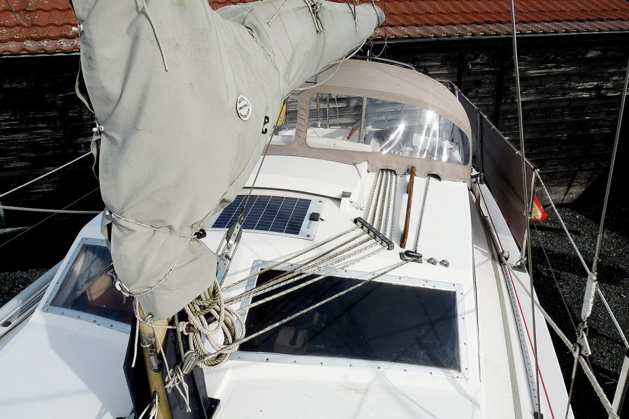 Southerly 28 lifting keel yacht - roof