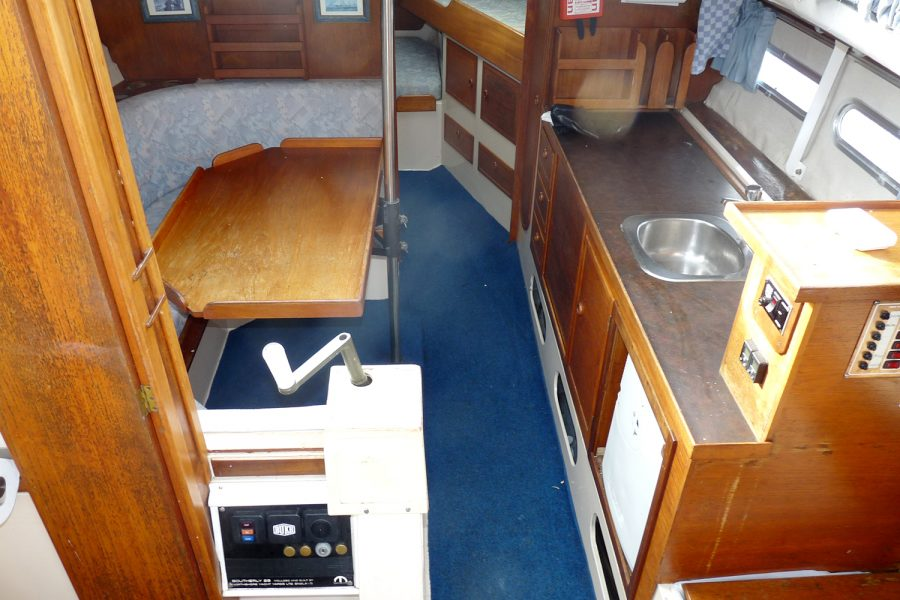 Southerly 28 lifting keel yacht - saloon