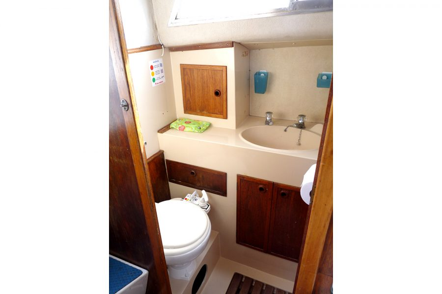 Southerly 28 lifting keel yacht - toilet compartment