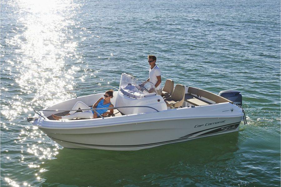 Jeanneau Cap Camarat 5.5 CC - sun deck cushions in bow