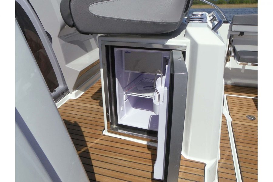 Jeanneau Cap Camarat 9.0 WA - cockpit fridge