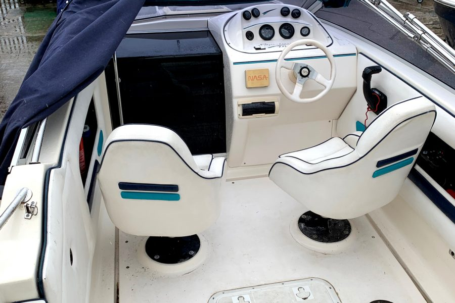 Fletcher Sports Cruiser 18 GTS - pilot and co-pilot seats