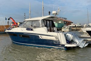 Jeanneau Merry Fisher 855 Legend Offshore – Crammed with extras