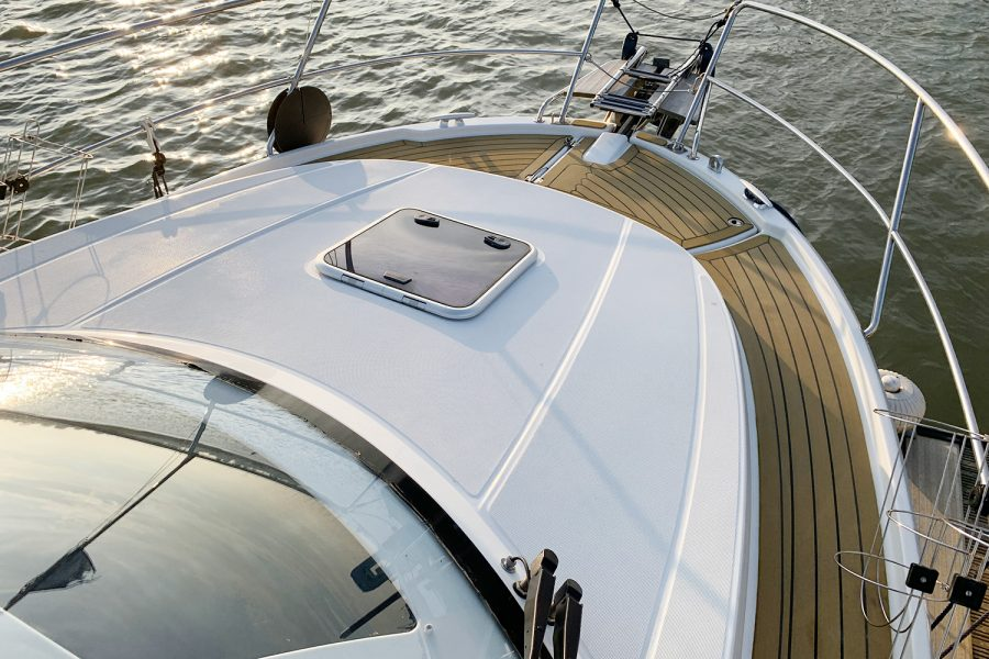 Jeanneau Merry Fisher 855 - deck hatch