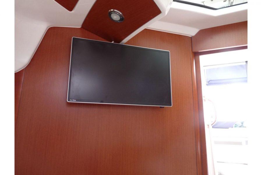 Jeanneau Merry Fisher 855 - TV in cabin