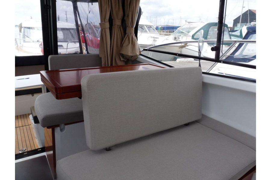 Jeanneau Merry Fisher 855 - port side saloon table in wheelhouse