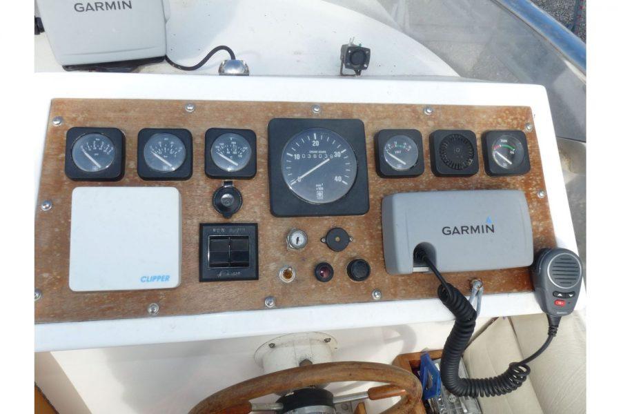 Talisman 27 - electronics and engine instrumentation