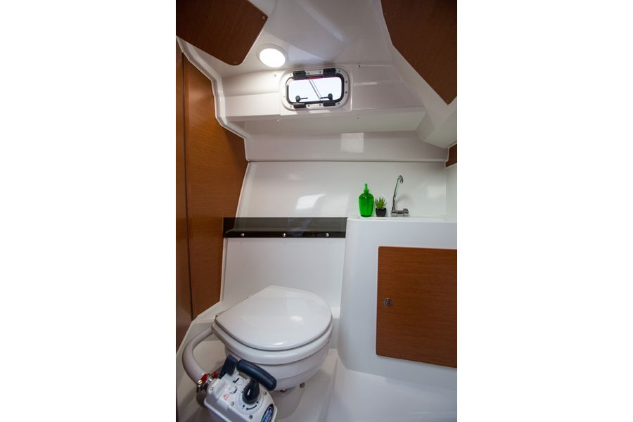 Jeanneau Merry Fisher 795 Legend - toilet compartment