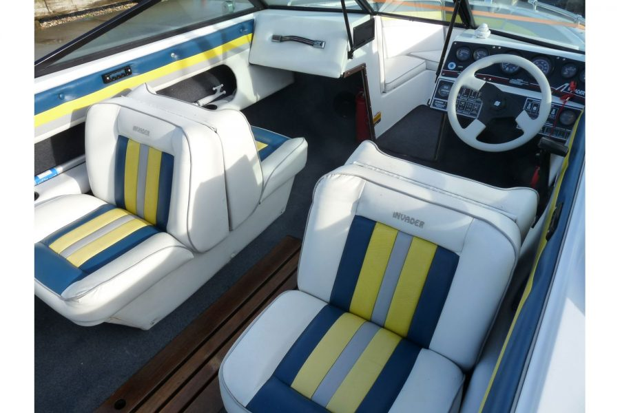 Invader 55 - Bow Rider Sportsboat - back to back jump seats
