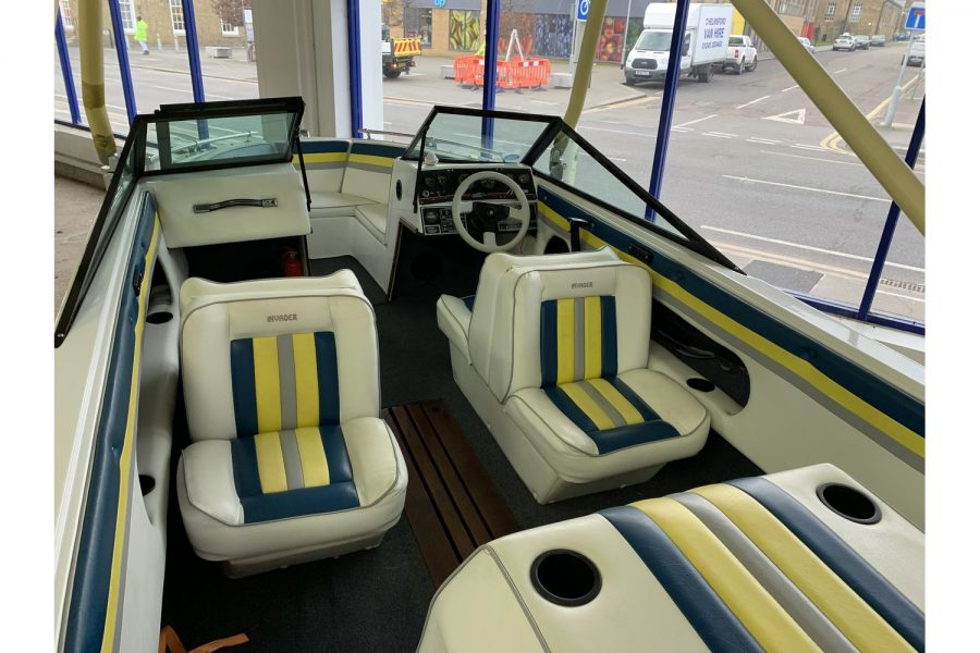 Invader 55 - Bow Rider Sportsboat - seating