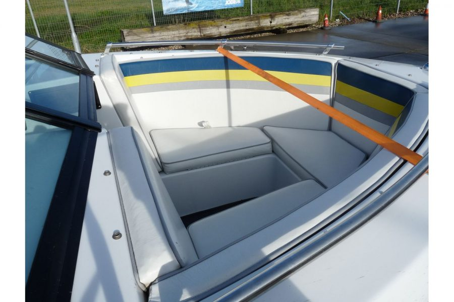 Invader 55 - Bow Rider Sportsboat - bow