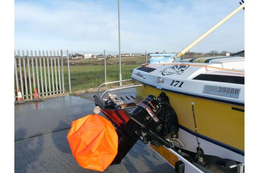 Invader 55 - Bow Rider Sportsboat - transom with port side swim platform