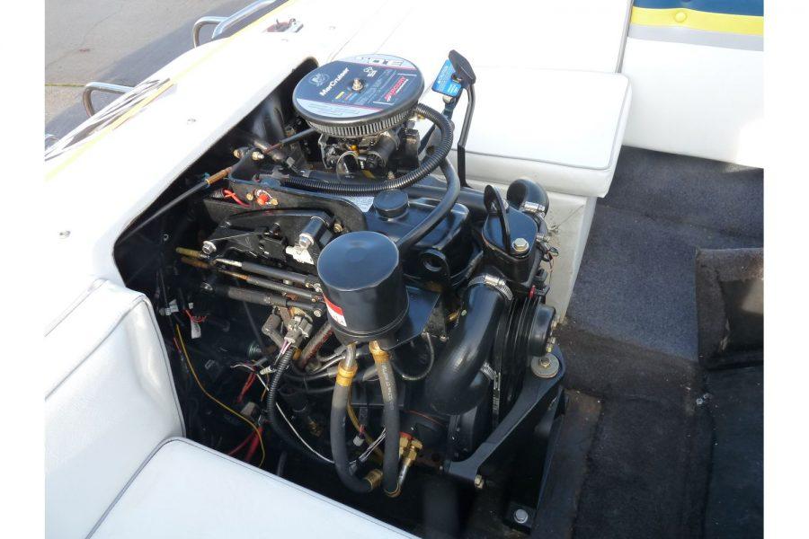 Invader 55 - Bow Rider Sportsboat - Mercruiser inboard engine