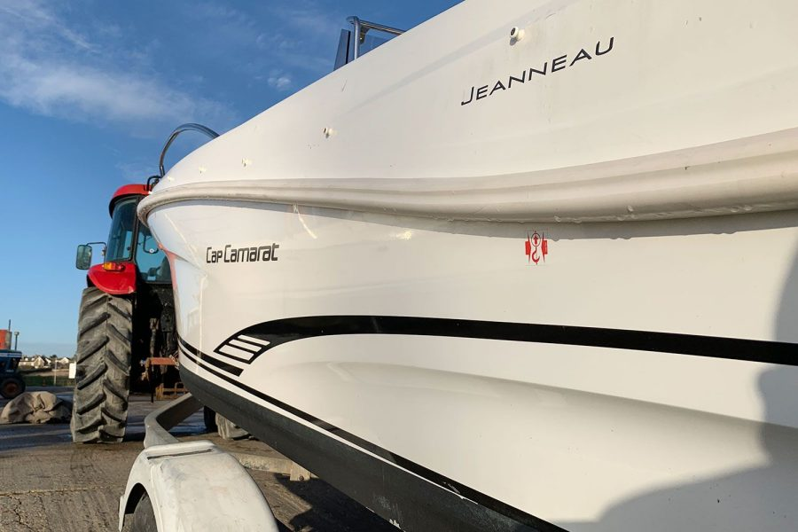Jeanneau Cap Camarat 4.7 CC - port side Jeanneau decals