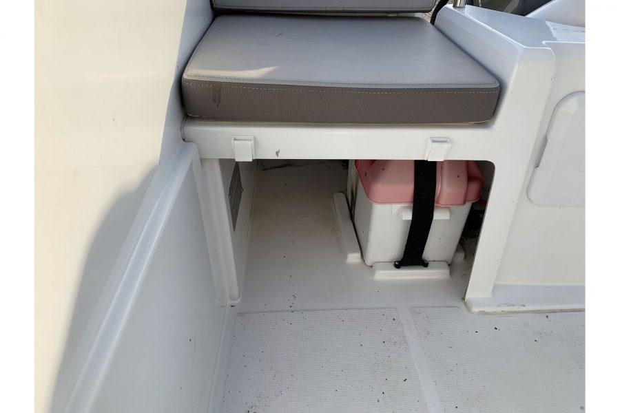 Jeanneau Cap Camarat 4.7 CC - under seat storage