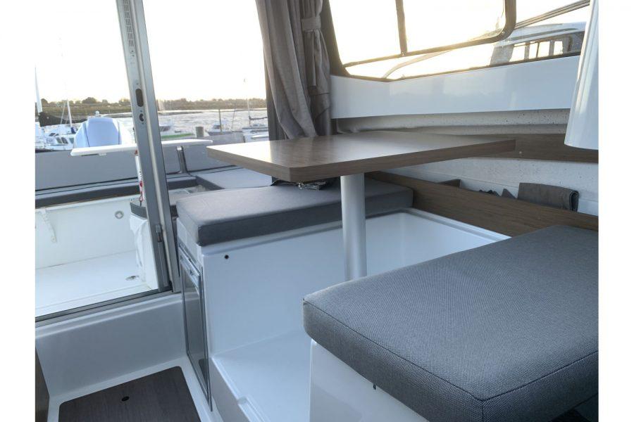 Used 2018 Jeanneau Merry Fisher 605 Legend - wheelhouse saloon table