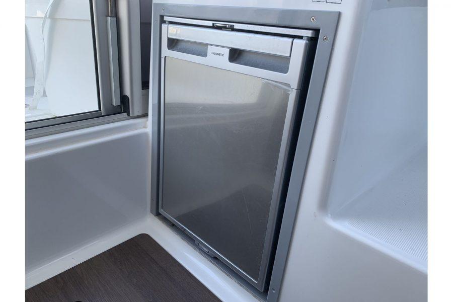 Used 2018 Jeanneau Merry Fisher 605 Legend - fridge