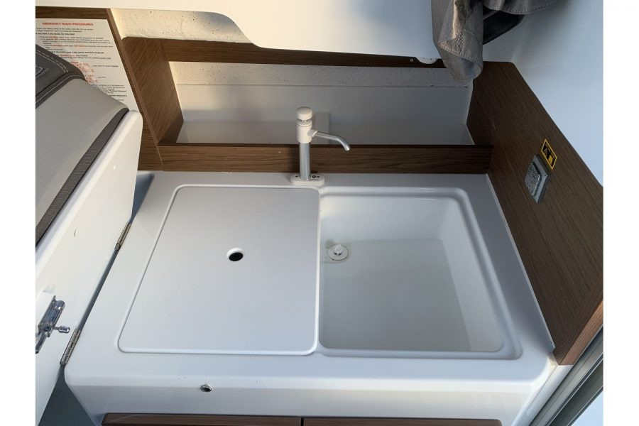 Used 2018 Jeanneau Merry Fisher 605 Legend - galley with sink