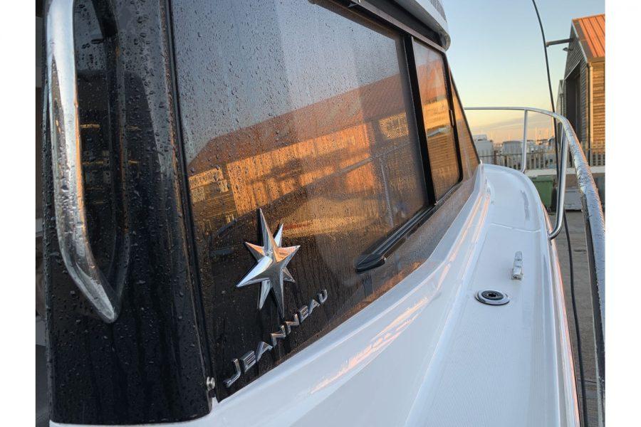 Jeanneau Merry Fisher 695 - starboard side deck