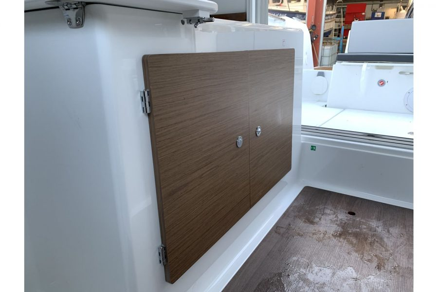 Jeanneau Merry Fisher 695 - saloon galley storage
