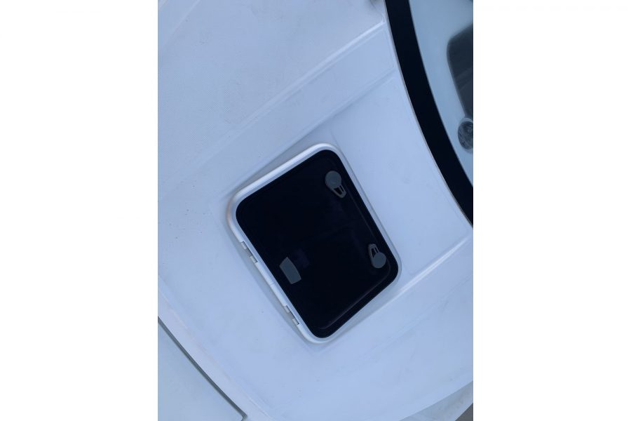 Jeanneau Merry Fisher 695 - cabin roof hatch