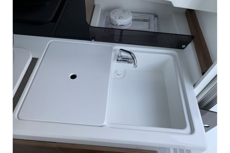 Jeanneau Merry Fisher 695 - galley with sink