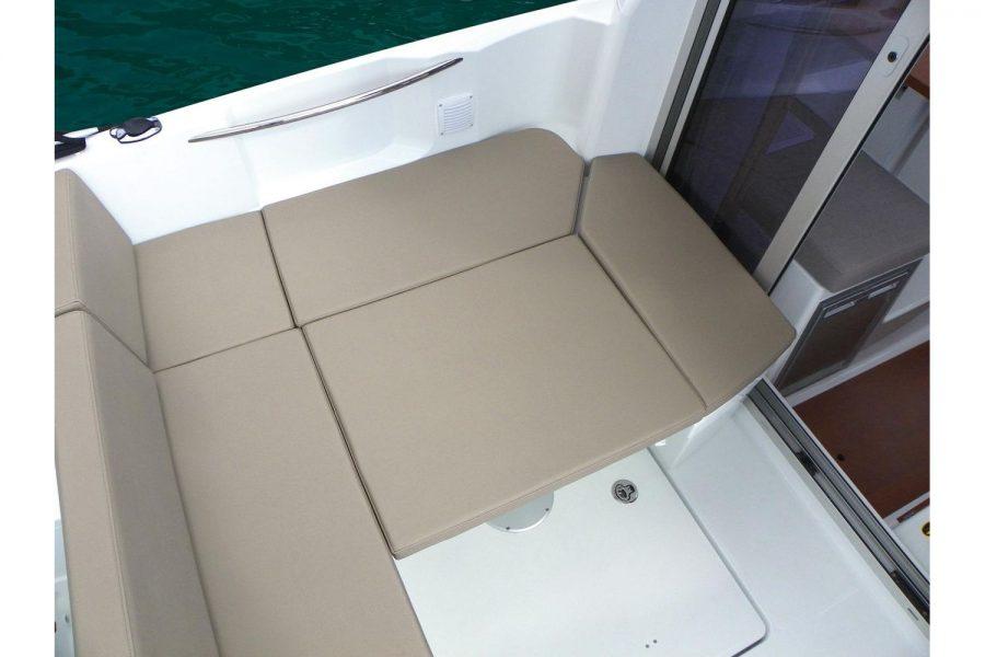 Jeanneau Merry Fisher 695 - U shape cockpit saloon with sun deck
