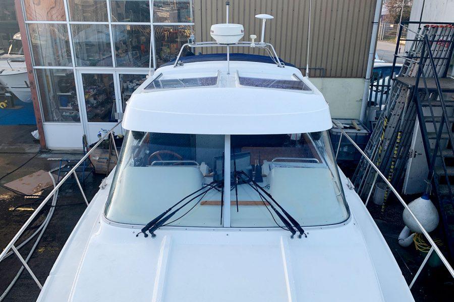 Nimbus 30c boat - large windscreen and wheelhouse roof