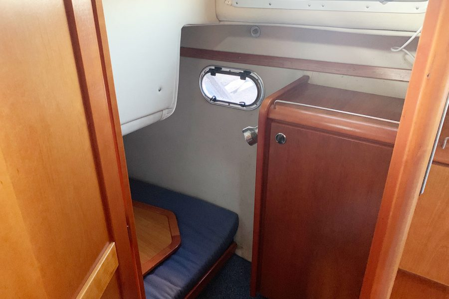 Nimbus 30c boat - 2nd cabin to port side