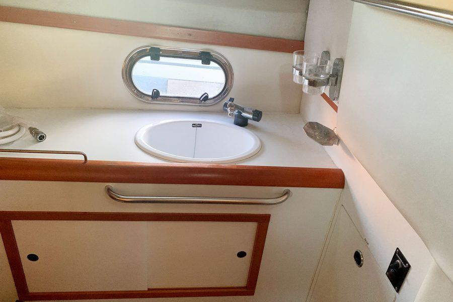 Nimbus 30c boat - sink in heads compartment