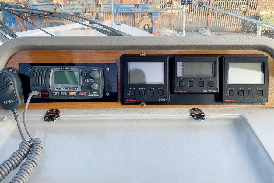 Nimbus 30c boat - navigation electronics